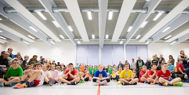 Über hundert Kinder waren in die Dessauer Sporthalle am Philanthropinum gekommen. // Foto: Hartmut Bösener