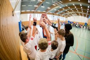 Die Arbeit im Team. Nur einer von vielen sportlichen Werten, die die Kinder in der Schulliga vermittelt bekommen // Foto: Hartmut Bösener
