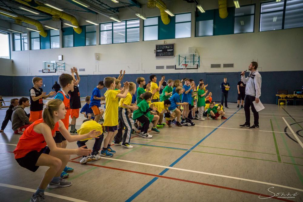Pure Begeisterung bei den Kindern in Wolmirstedt zum Dunking-Contest. // Foto: Sven Sonnenberg