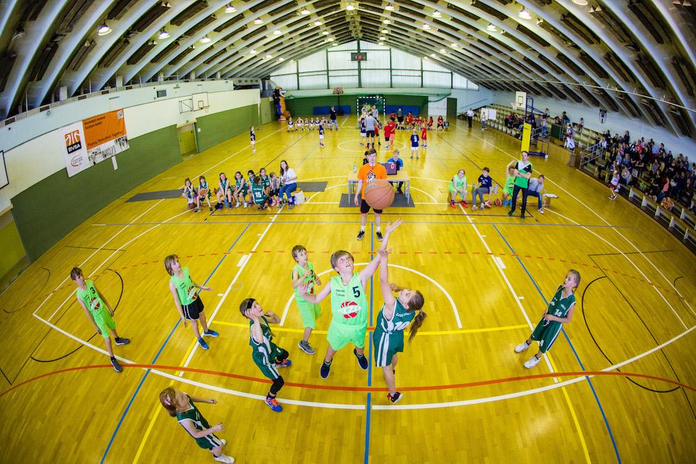 Fast 80 Kids kämpften in der Weißenfelser Sporthalle West um den Titel. // Foto: Hartmut Bösener