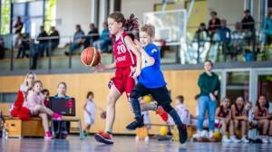 Voller Einsatz im Spiel der Lessing Grundschule gegen die Holy Raptors. // Foto: Hartmut Bösener